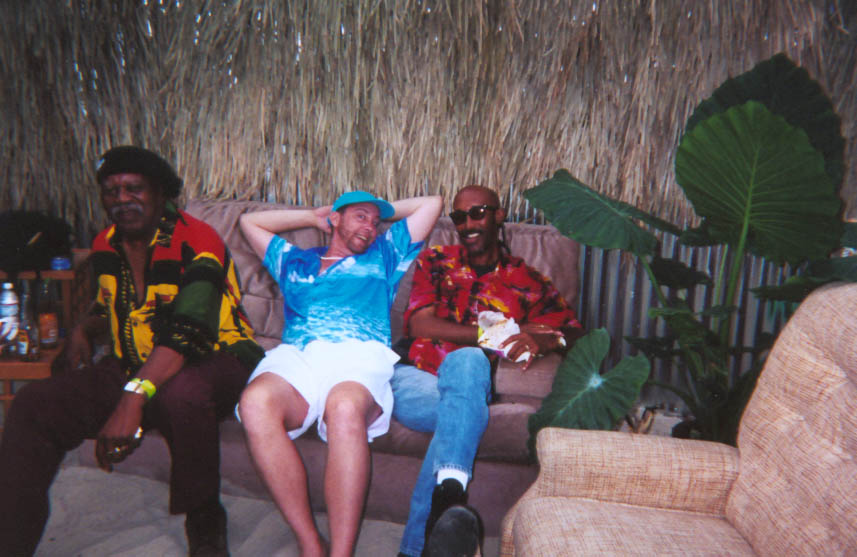 zNick%20chillen%20with%20the%20band.jpg